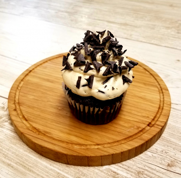 Chocolate-Peanut-Butter-Cupcake