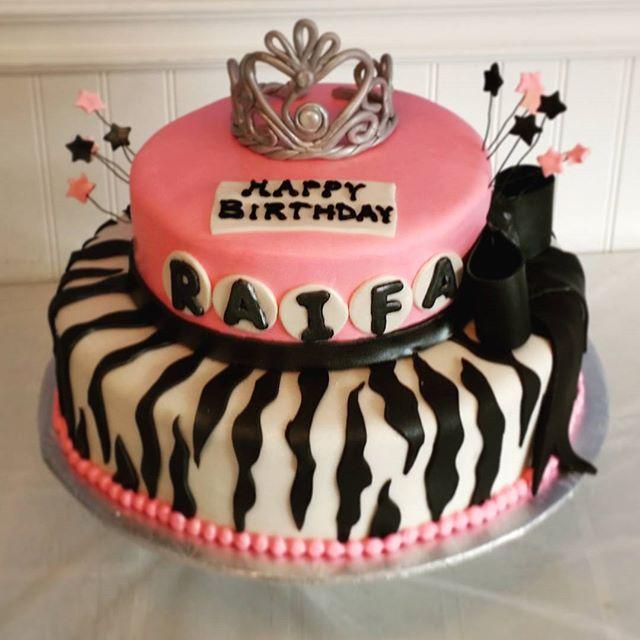 custom cake Saskatoon