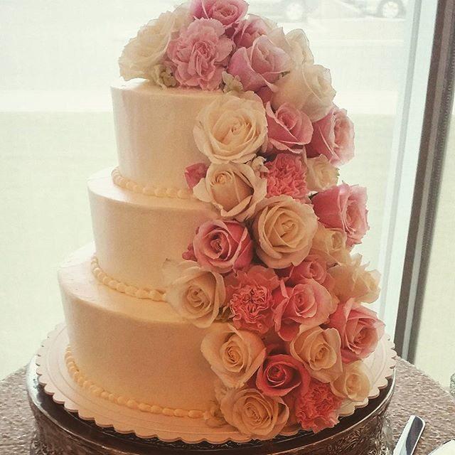 large wedding cake saskatoon