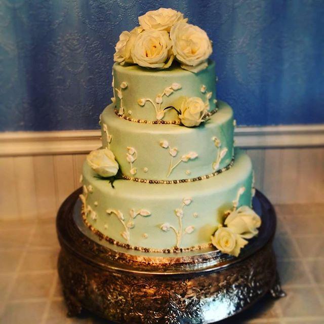 pretty wedding cake Saskatoon
